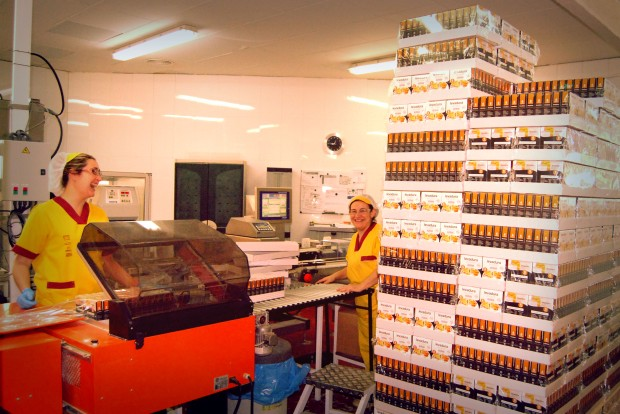 Cada envase de levadura es pesado con el fin de que sean 90 gramos(ni más ni menos) los paquetes que lleguen a manos del consumidor.