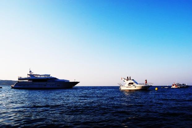 Barcos de alrededor.