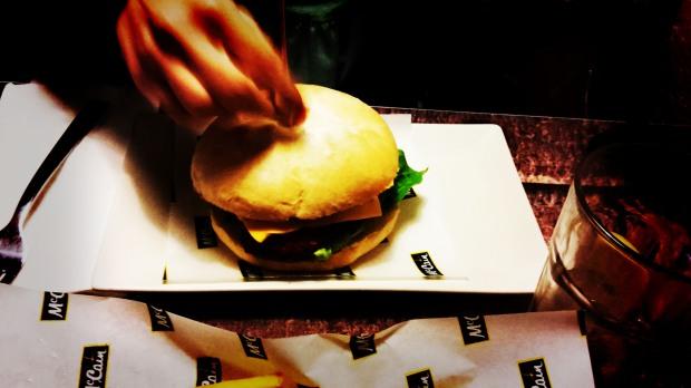 Uptown. Fastfood in Benidorm. Hamburguesa.