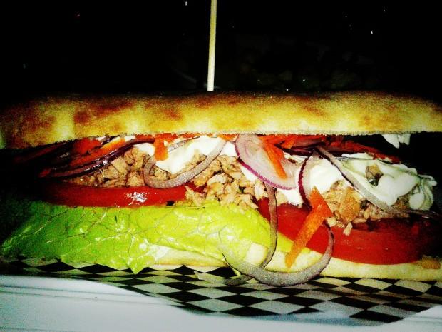 Uptown. Fastfood in Benidorm, bocadillo de atún.