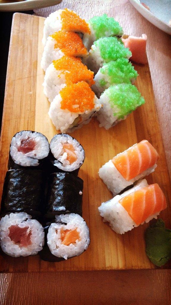 Restaurante japonés Benidorm, makis de salmón y atún.