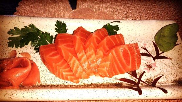 Restaurante japonés en el Albir, sashimi de salmón.