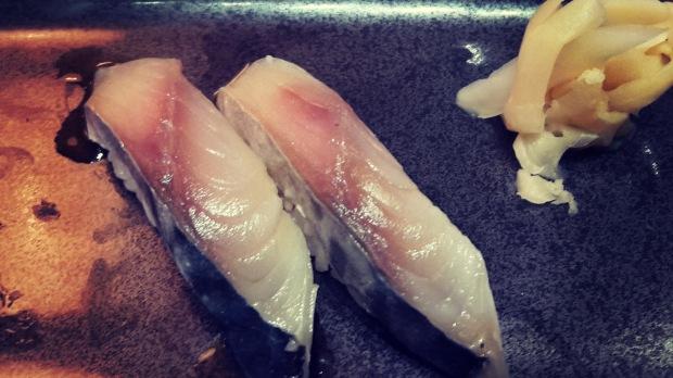 Restaurante japonés Alicante, niguiri de caballa.