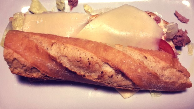 Dulcinea, Bocadillo de atún con queso.