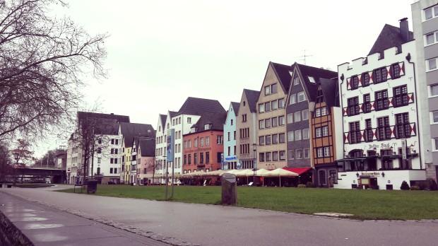 Viaje a Colonia Alemania Viviendas frente al Rhin.