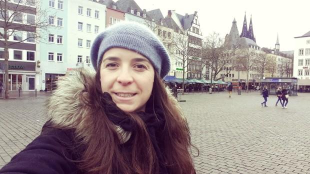 Viaje a Colonia Alemania yo en una de las plazas típicas