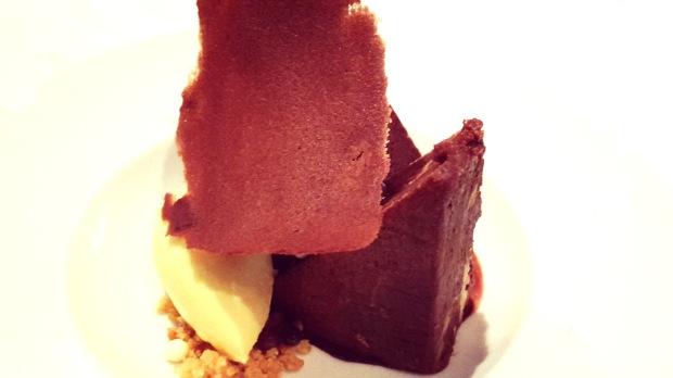 Brownie con untoso de vainilla.