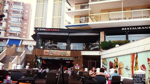 Restaurante con Brassa.